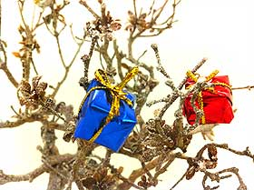 Close-up picture of the colourful parcel decorations