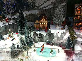 Photo Gallery of Villages with Lemax Houses and Scenery: Christmas ...